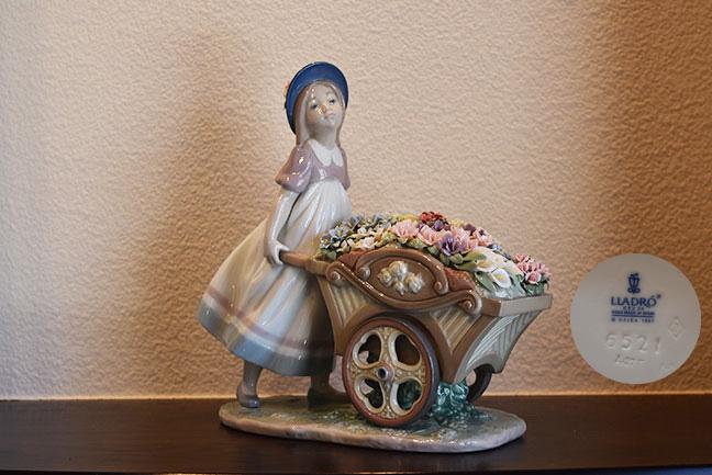 LLADRO リヤドロ 6521 可愛いお花屋さんを買取させて頂きました。