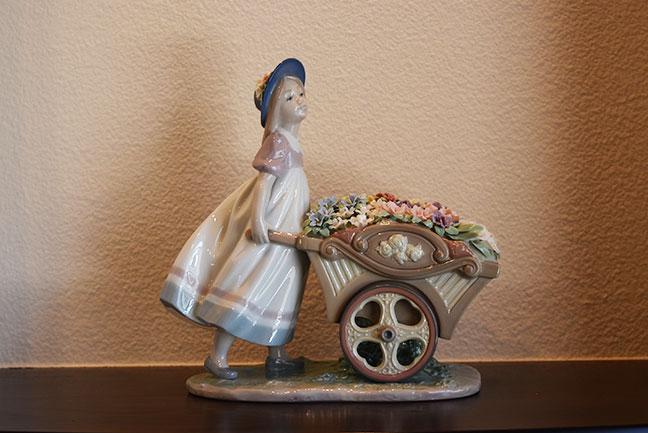 LLADRO リヤドロ 6521 可愛いお花屋さんを買取させて頂きました。1